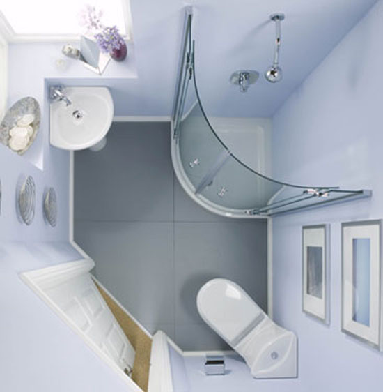 Интерьер маленькой ванной комнаты.
